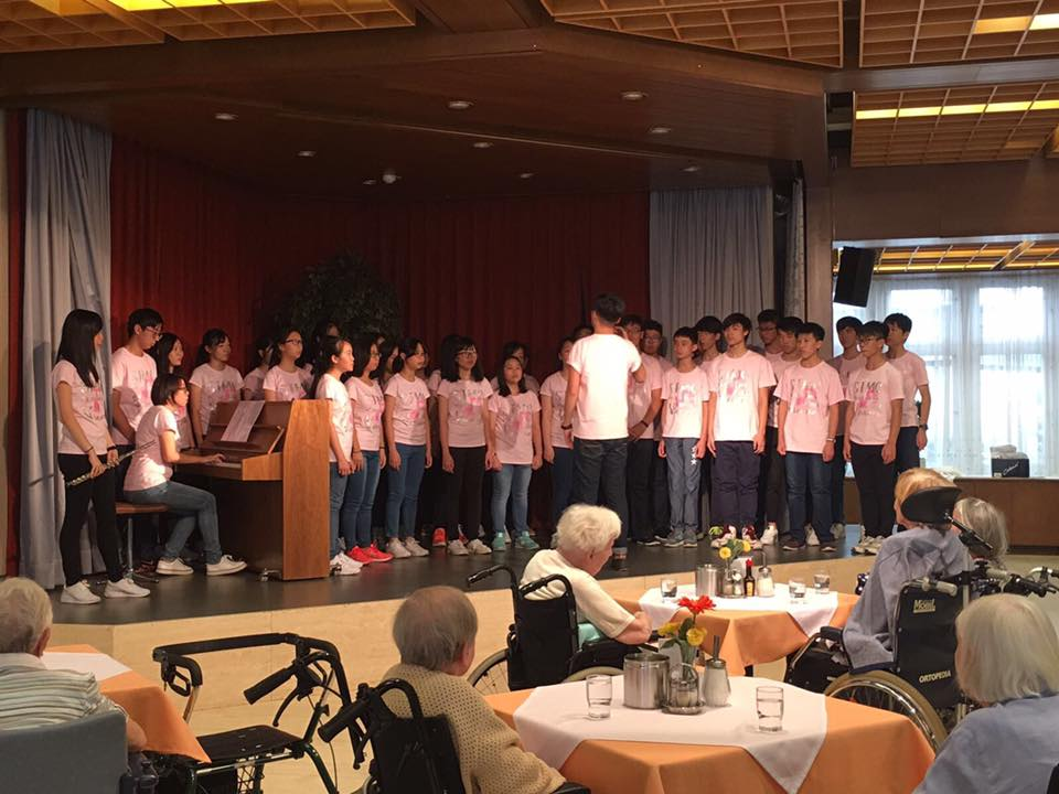 Performance at Elderly Home_1