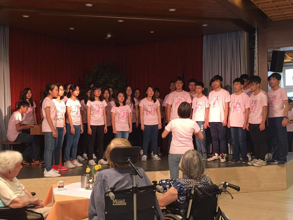 Performance at Elderly Home_2